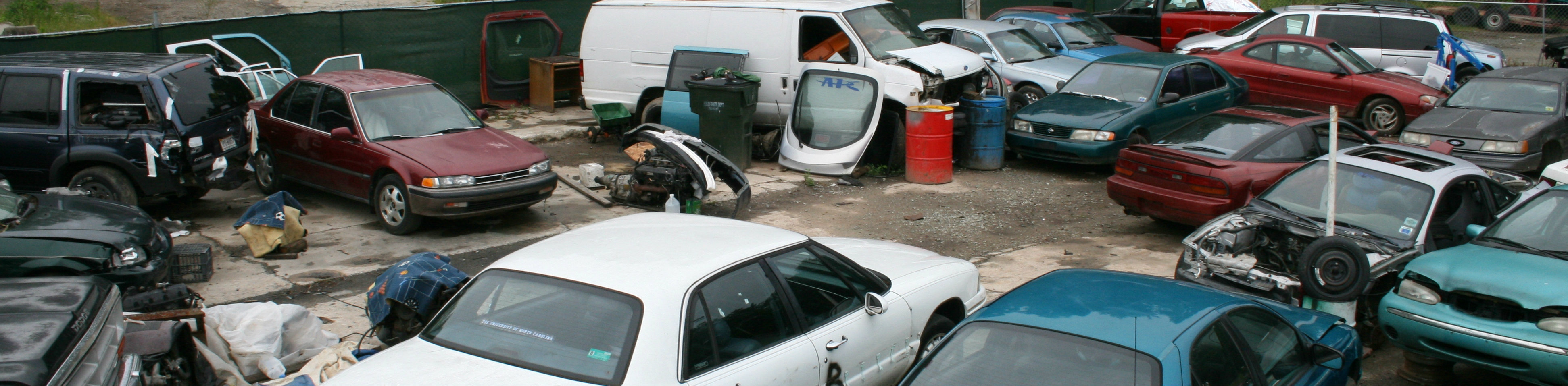 2009-07-05_Junk_cars_in_Durham.jpg